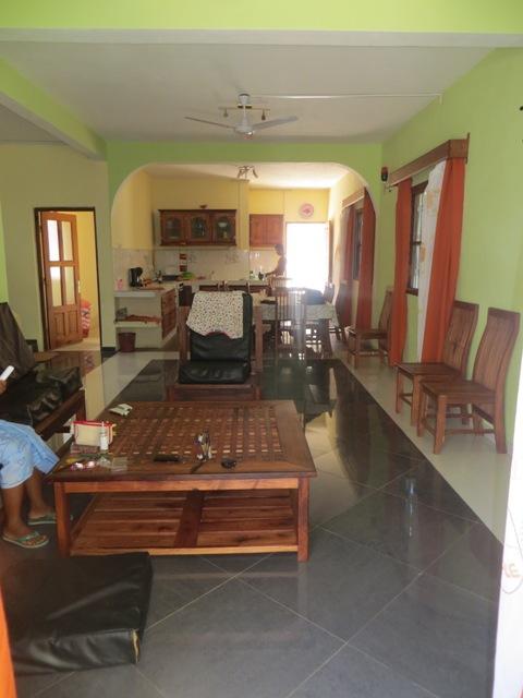 A louer, belle maison dans un endroit calme et dans le zone touristique.