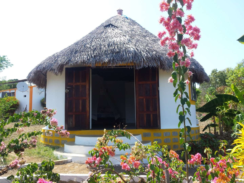 A vendre, charmante propriété en front mer avec 2 jolis bungalows