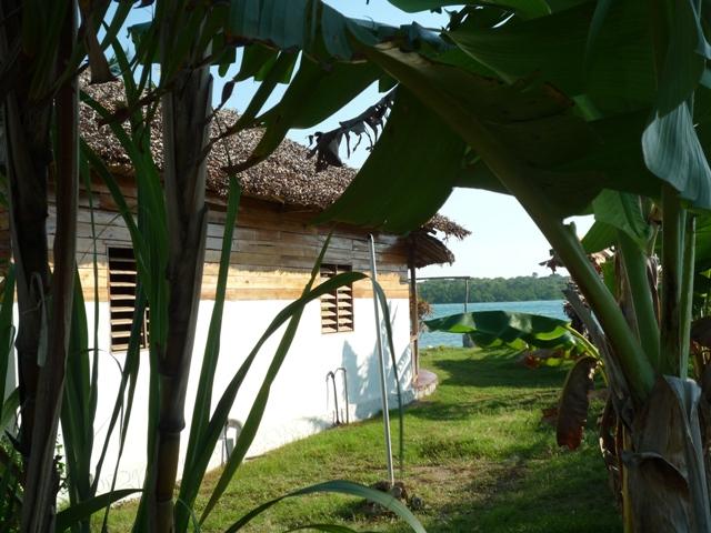 A vendre, charmante maison, type malgache, pieds dans l'eau