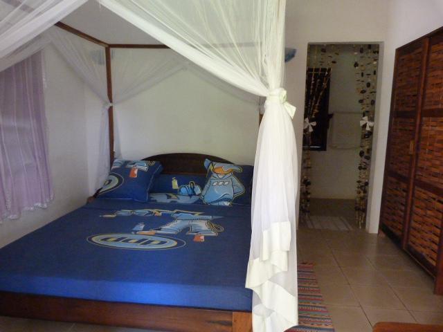A louer, un studio dans une superbe villa à 100 m de la plage.