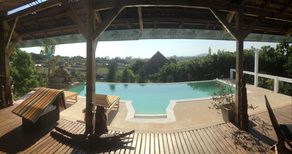 A vendre, trois maisons avec piscine et belle vue