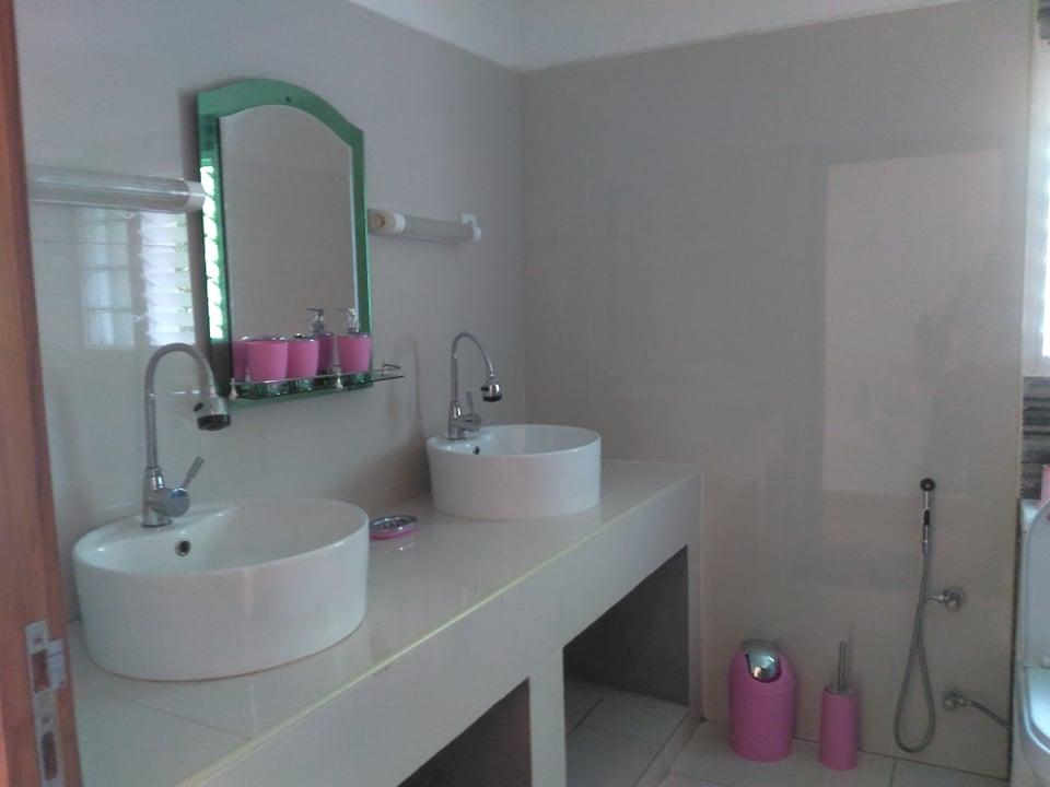 Super appartement F5 pieds dans l'eau à Madirokely