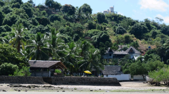 Jolie villa à louer à Ambondrona avec une superbe vue mer