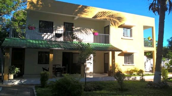 Jolie villa à louer avec bungalow(2)
