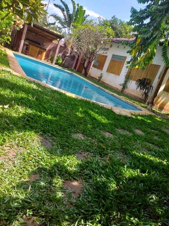 A vendre, propriété avec piscine dans un quartier festif(2)