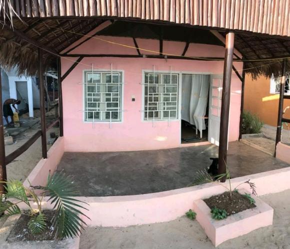 A louer, loft familial de 2 pieces, pieds dans l'eau situé à Ambondrona