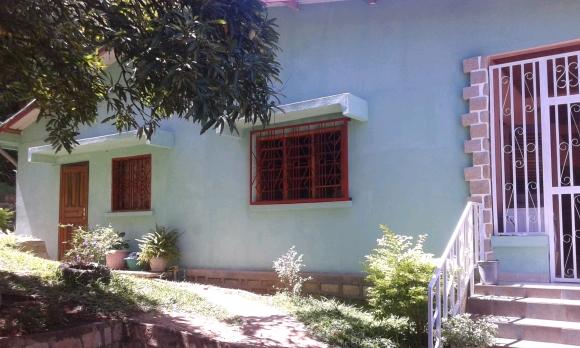 LM 245/ Maison à louer se trouve à Amporaha Cocotier