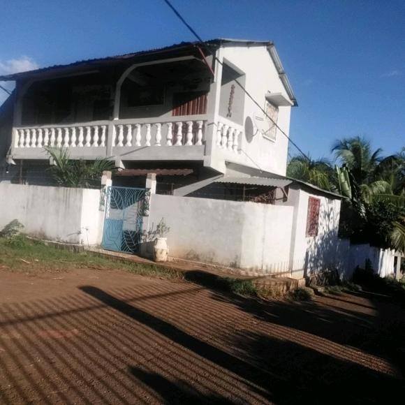Maison à étage avec vue sur mer
