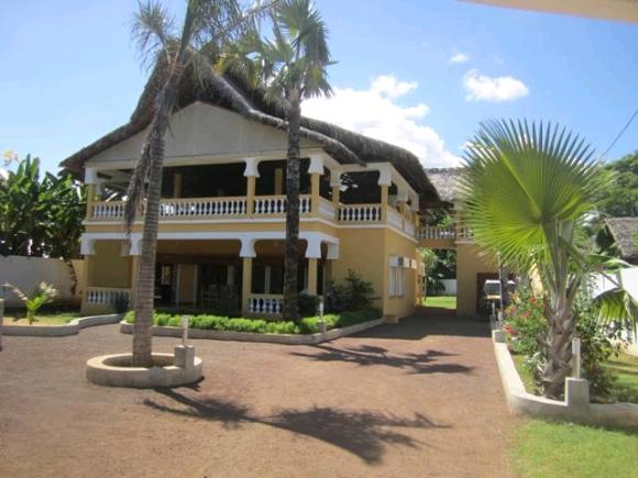A vendre, maison d'hôte pas loin de la plage d' Ambondrona