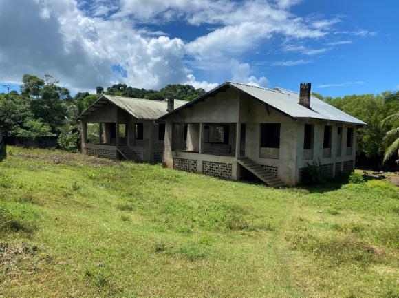 A vendre, 2 maisons à achever sur une propriété en ordre juridiquement
