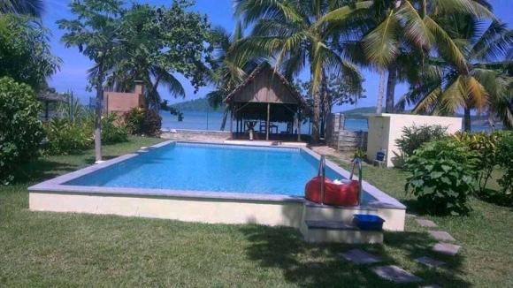 Villa avec piscine et bord de plage