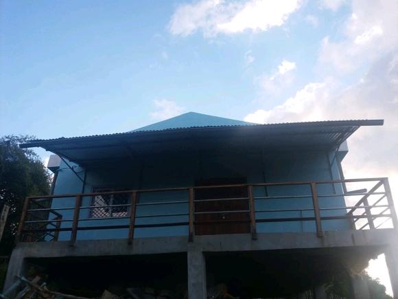 A louer, maison sur pilotis avec vue sur la campagne environnante
