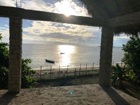 A vendre, maison inachevé sur la plage