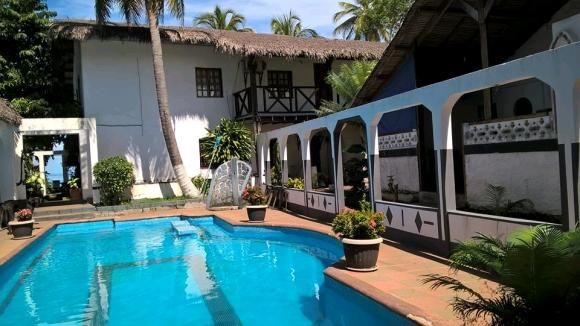 A louer, Villa en maison d'hôte, pied dans l'eau situé à Ambondrona(3)