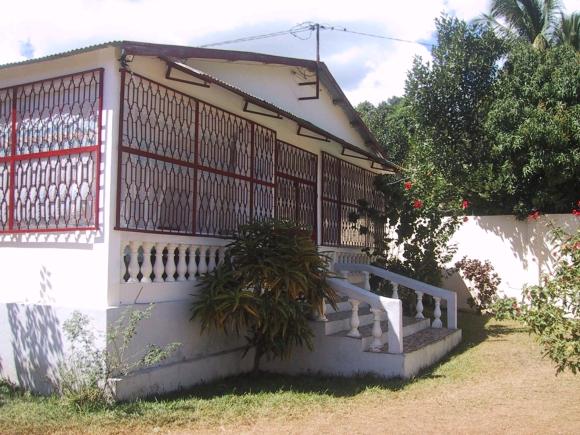 A louer, belle villa meublée et securisée