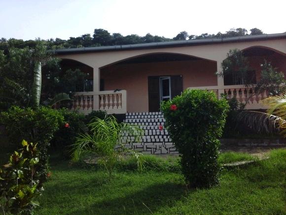 LM 253/ Une superbe maison à louer sis à Madirokely