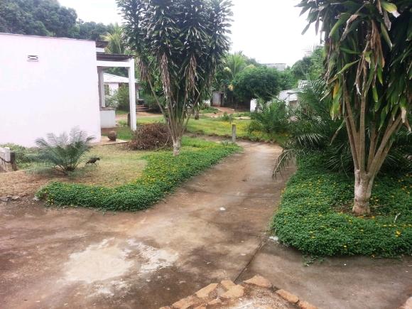 Maison pas loin de la ville situé à Ambonara