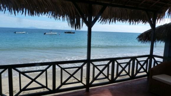 A louer appartements et studios au bord de la plage et pieds dans l'eau