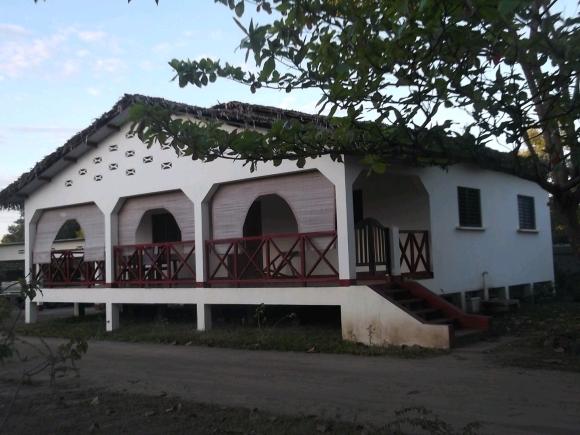 LM 125/ A louer maison meublée  à 50 m de la plage.à Ampasikely