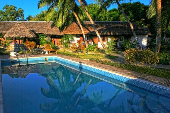 A Louer, 4 bungalows doubles  pieds dans l'eau avec piscine et salle de fitness