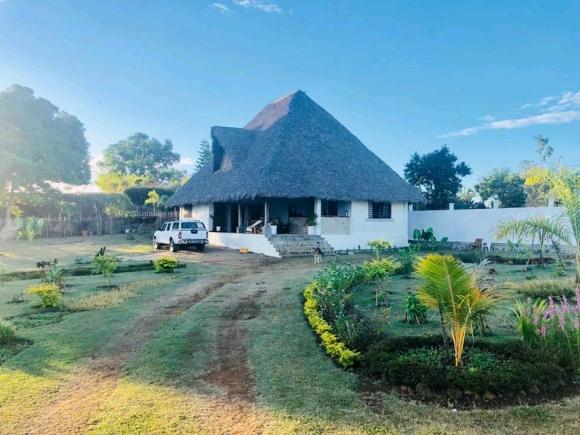 A louer 2 charmantes maisons dans une grande propriété de 2 000 m² de terrain