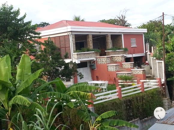 A louer, charmante villa à la fois proche du centre commerciale et festif