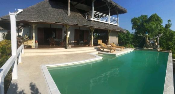 Jolie maison à louer avec piscine situé à Cocotier