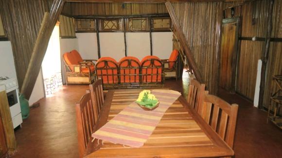 A louer, charmante maison en semi dure dans un cadre naturel(2)