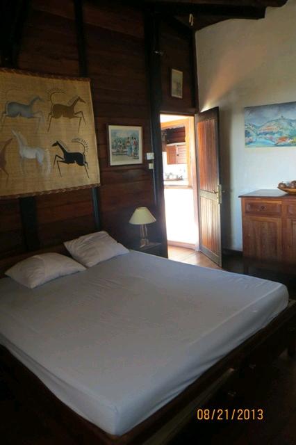 A louer, villa avec piscine, à 150m de la plage d'Ambatoloaka.