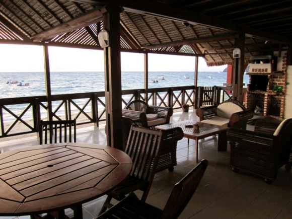 A louer, belle villa sur plage, pieds dans l'eau .