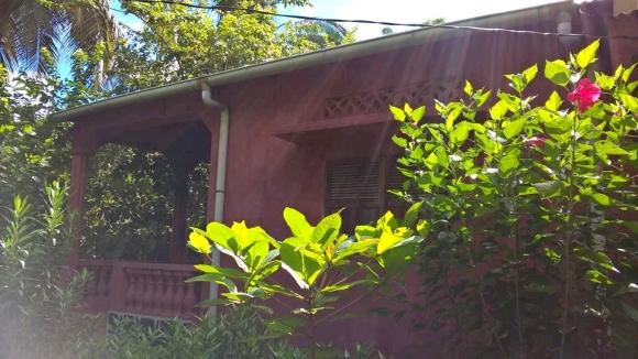 Maison à louer situé à50 m de la plage d' Ampasikely