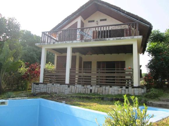 A louer, belle villa avec bungalow et piscine qui se situe Antanamitarana.
