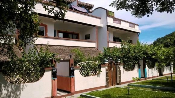 Joli appartement à louer avec piscine sis à Madirokely