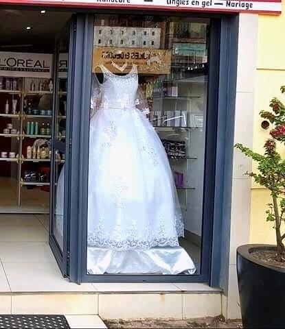Salon de coiffure, parfumerie, esthétique