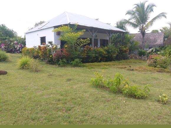 Charmante villa à louer bord de plage d'Ampasikely