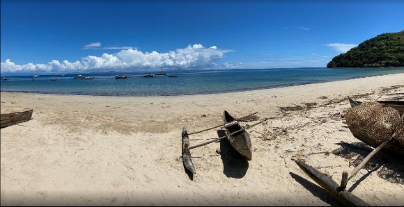 A vendre 146 m² de terrain en bord de plage
