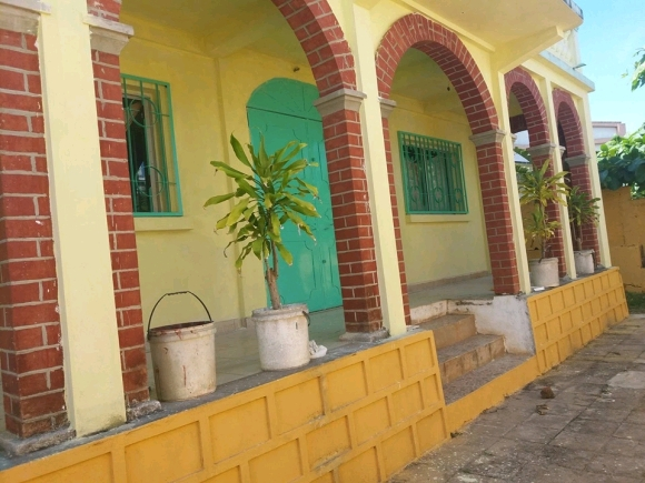 A vendre, grande maison pour servir une maison d'hôte situé à 5 min de centre ville.
